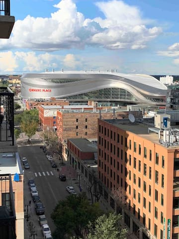 ⭐ Downtown Ice District Rogers Place w/ UG parking