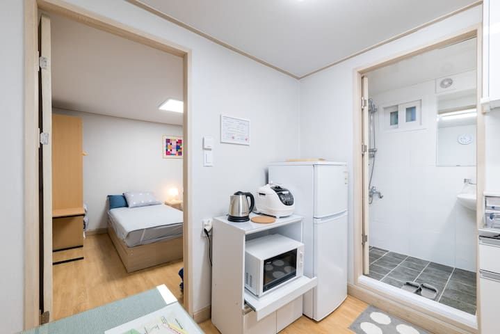 Safe and Private Semi-basement Rooms