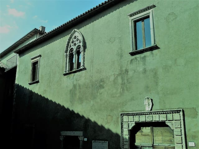 Historical building 50 km from Rome (first floor)