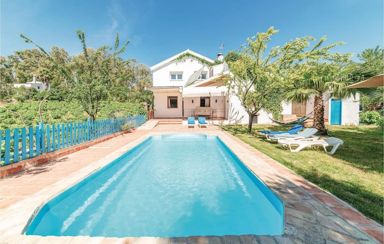 Holiday cottage with 7 bedrooms on 135m² in Montemayor