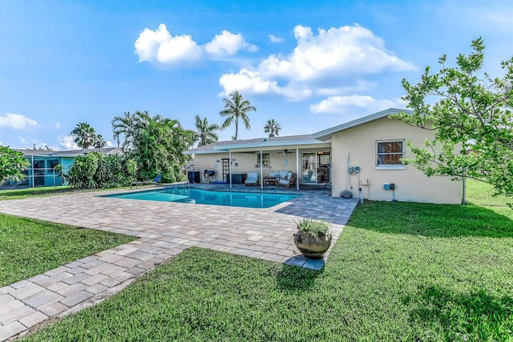 Relaxing waterfront home with private heated pool, central AC, and private dock!