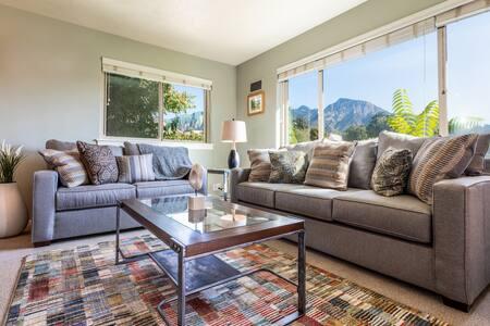 Modern & Cozy w/ Mountain Views