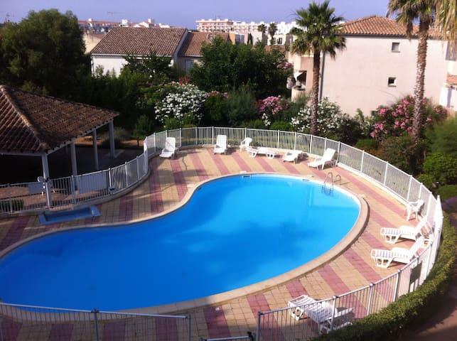 Beau T2  3 étoiles climatisé  piscine  et garage