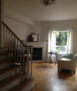 Cozy Rm  in Central Richmond Hill - Richmond Hill