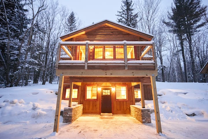 Court Cabin - Seesaw's Lodge