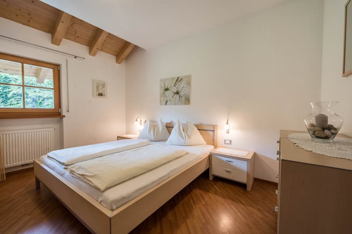 "Cosy holiday apartment ""Tischlerhof - Typ A mit Balkon"" with Wi-Fi, balcony and mountain view; parking available"