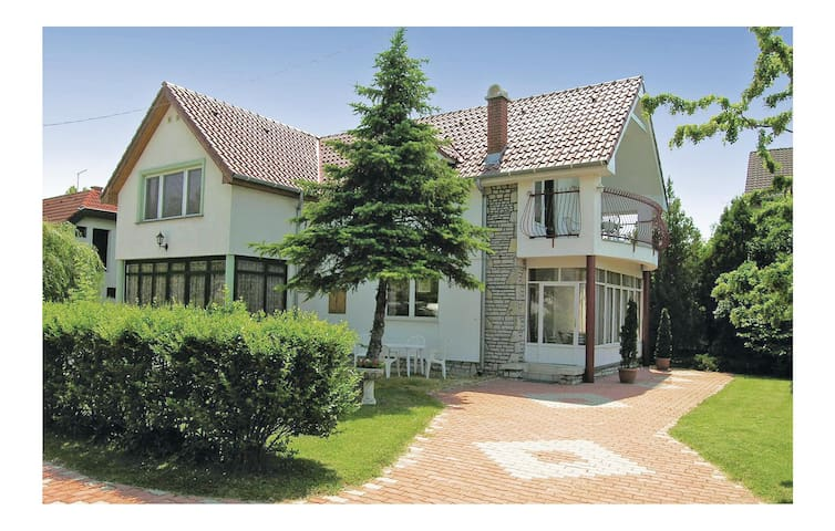 Semi-Detached with 2 bedrooms on 70m² in Szántód