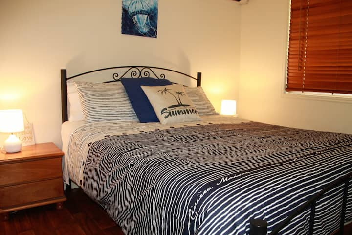 Heated Spa,WiFi,AirCon,Parking,Home Away from Home