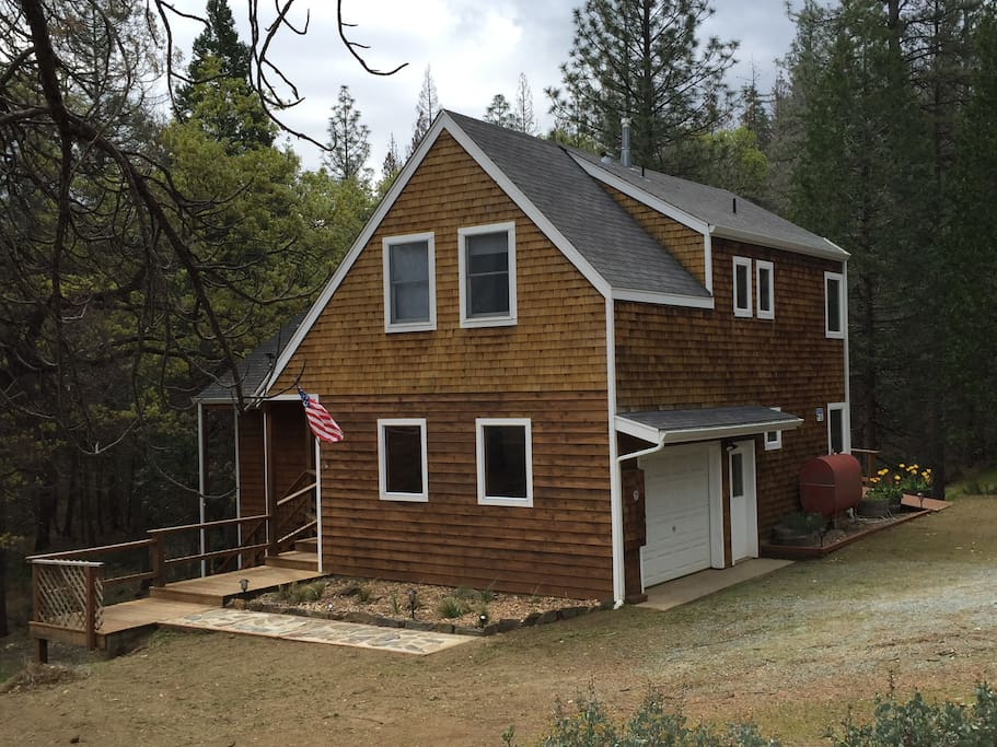 Yosemite oaks mountain home cabins for rent in groveland for Groveland ca cabin rentals