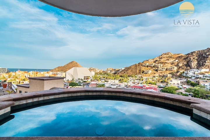 PRIVATE JACUZZI ON TERRACE/ 2.5BD VILLA/ DOWNTOWN!