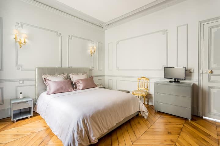 175m² 3BR Luxurious & renewed Paris 8th district !