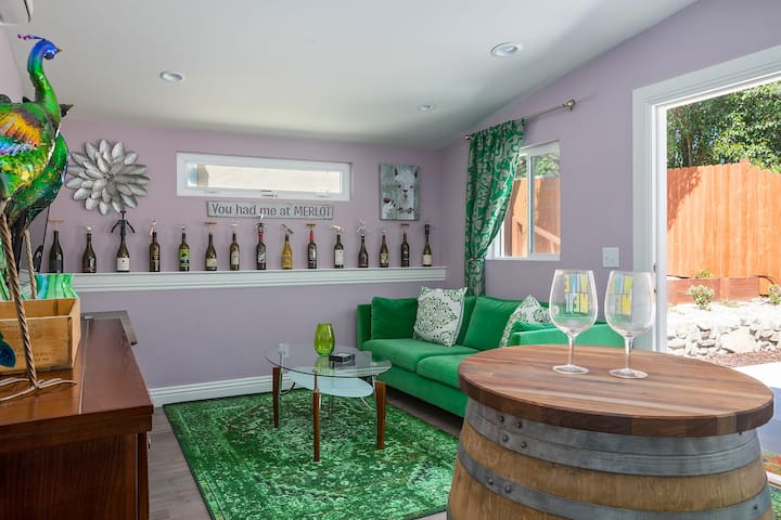 WINE WHIMSEY - 1 Bedroom Westside Cottages