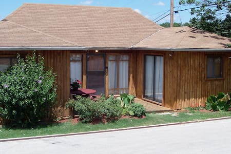 Branson Log Home Pet Friendly Near SDC &TR Lake