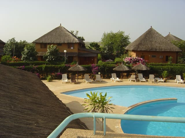 Villa de charme dans belle résidence sécurisée - Nianing - Dům