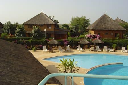 Villa de charme dans belle résidence sécurisée - Nianing - Casa
