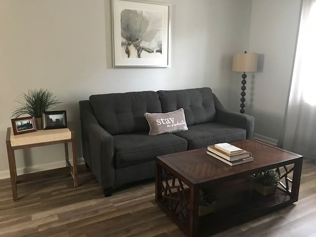 COMFY MINIMALIST APT CLOSE TO AIRPORT