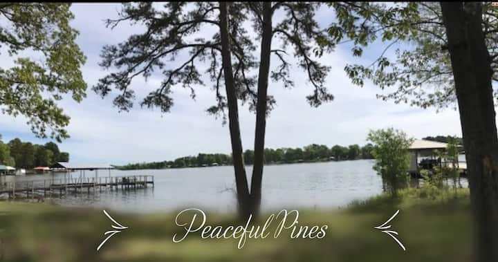 Peaceful Pines on Lake Holbrook