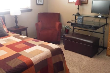 Private Room - Up Stairs (Second Room Availible) - Pocatello