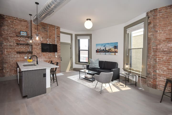 Gorgeous Condo in Heart of OTR, Free Parking!