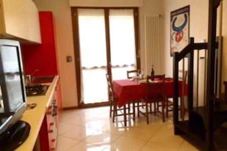 Castelguelfo Outlet Cozy Apartment - Castel Guelfo di Bologna - Byt