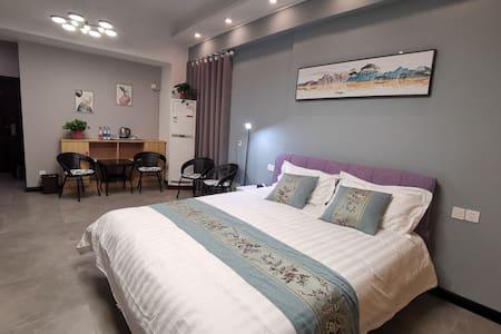 嘉亿广场自助入住清新浪漫大床房