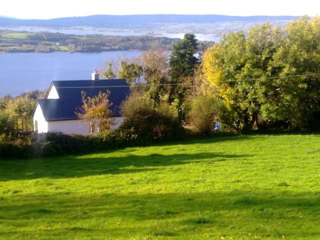 Lough Derg View Cottage, beautiful house and views - Portroe
