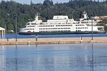Ferry that goes from Bremerton to Seattle