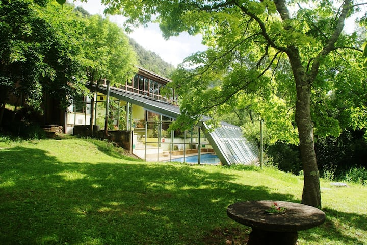 12-person house with heated communal swimming pool in the heart of nature