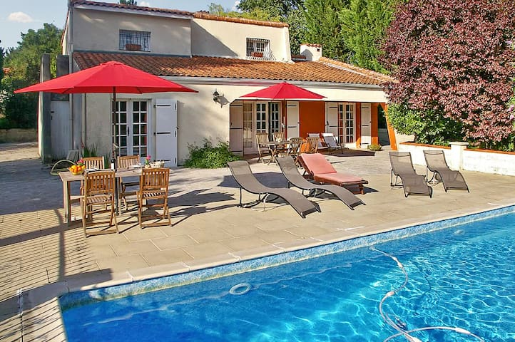 Spacious villa w pool, large garden - Dompierre-sur-Charente - Willa