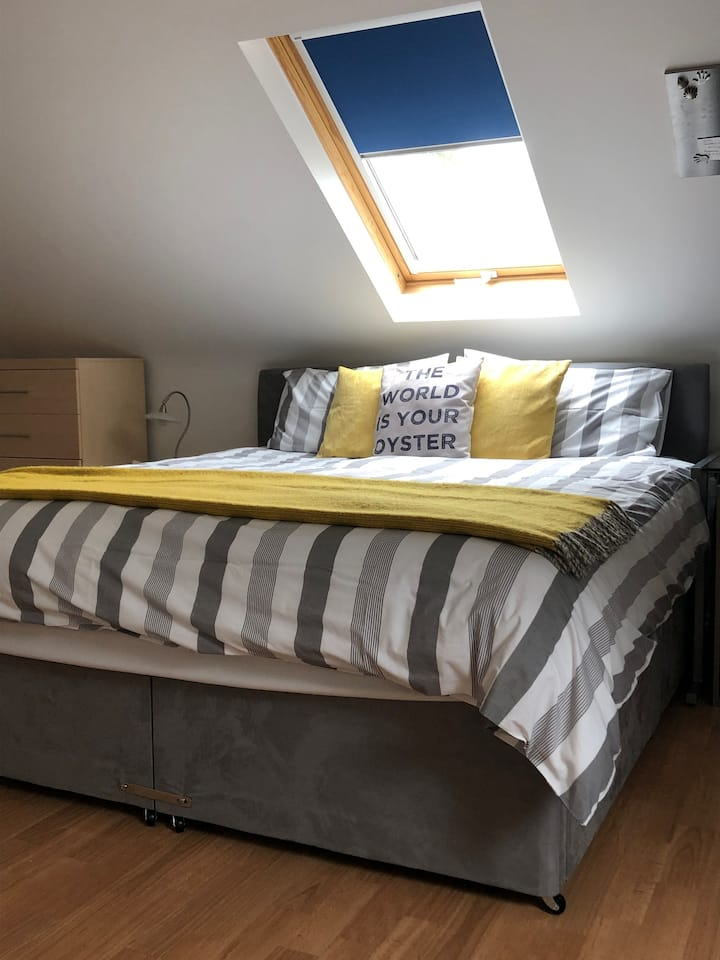 Truro centre - 2 double rooms 4 people - parking