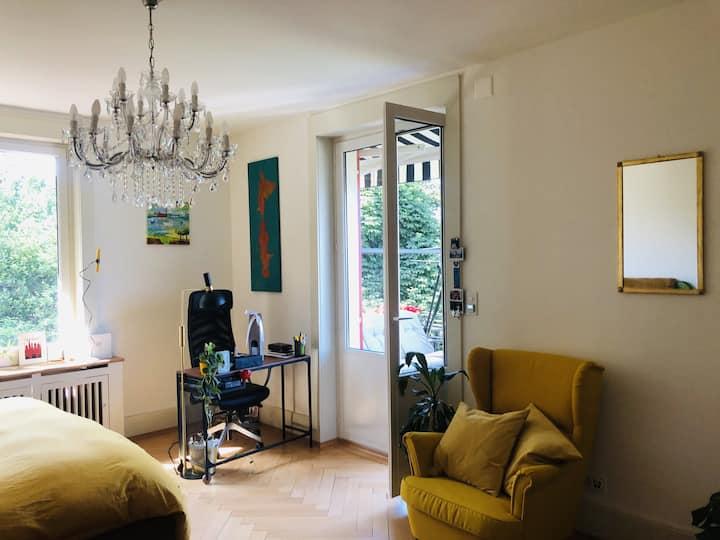Zimmer mit Balkon und Wahnsinnsaussicht auf Zürich