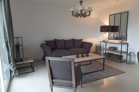 Newly refurbished front sea flat - Plouguerneau