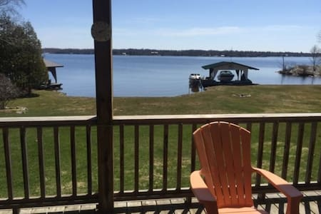Spacious 4bdrm Home on Little Lake - Port Severn