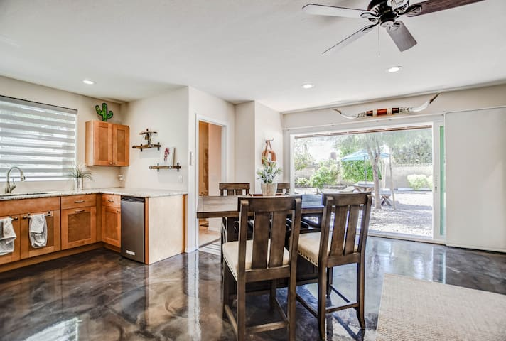 ★Private Casita w/king bed, covered patio, grill★