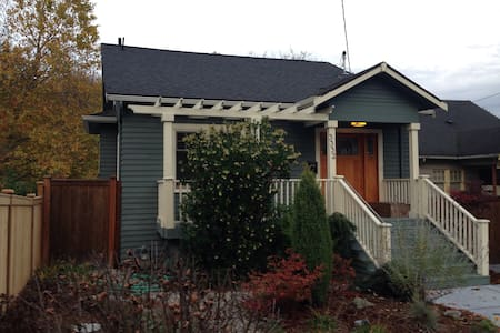 Bungalow with charm & updates - Seattle