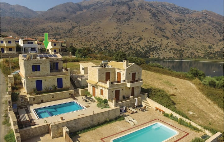 Stunning home in Chania with WiFi and 3 Bedrooms
