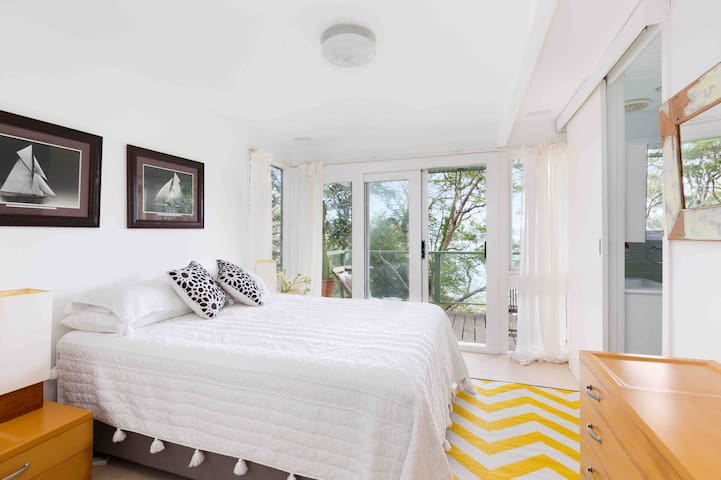 Large Sunny bedroom with ensuite & view