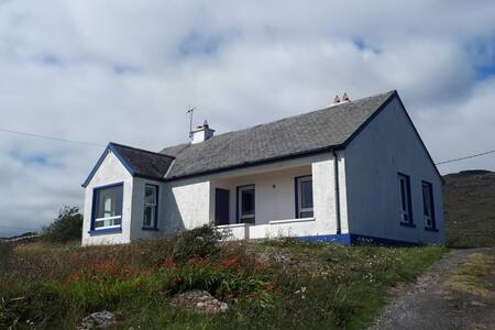 Rock Cottage, Errisbeg, Roundstone, Co. Galway