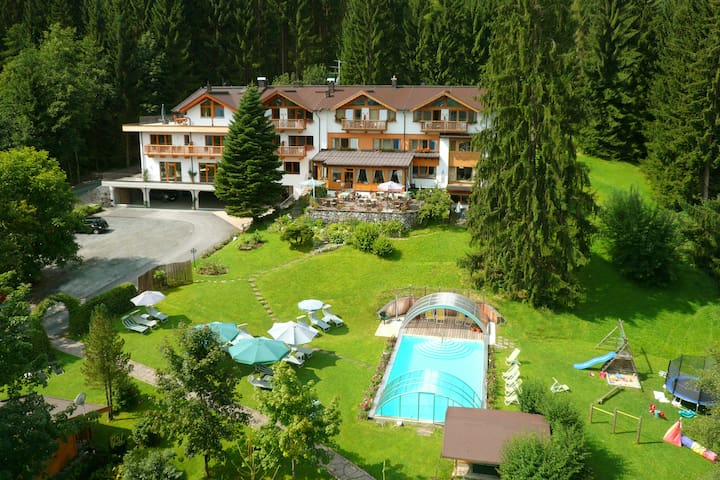 "Apartment ""Alpenröslein"" at Gartenhotel Rosenhof - Oberndorf in Tirol"