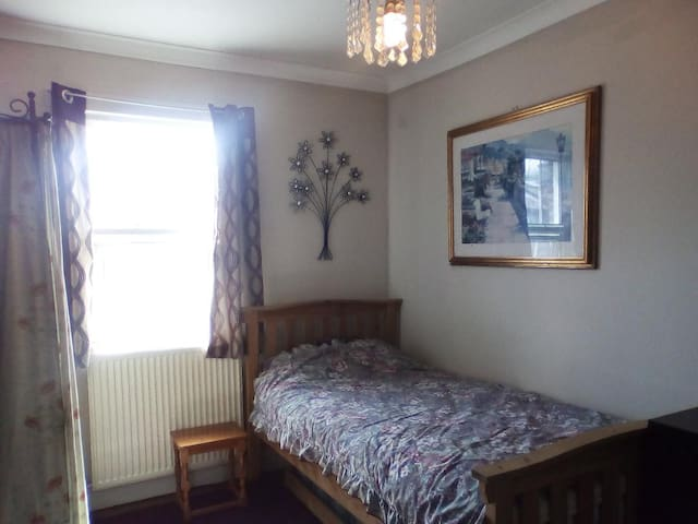 Lovely spacious single room