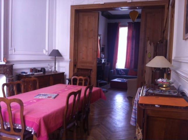 Maison spacieuse et lumineuse en centre ville - Valenciennes - Haus