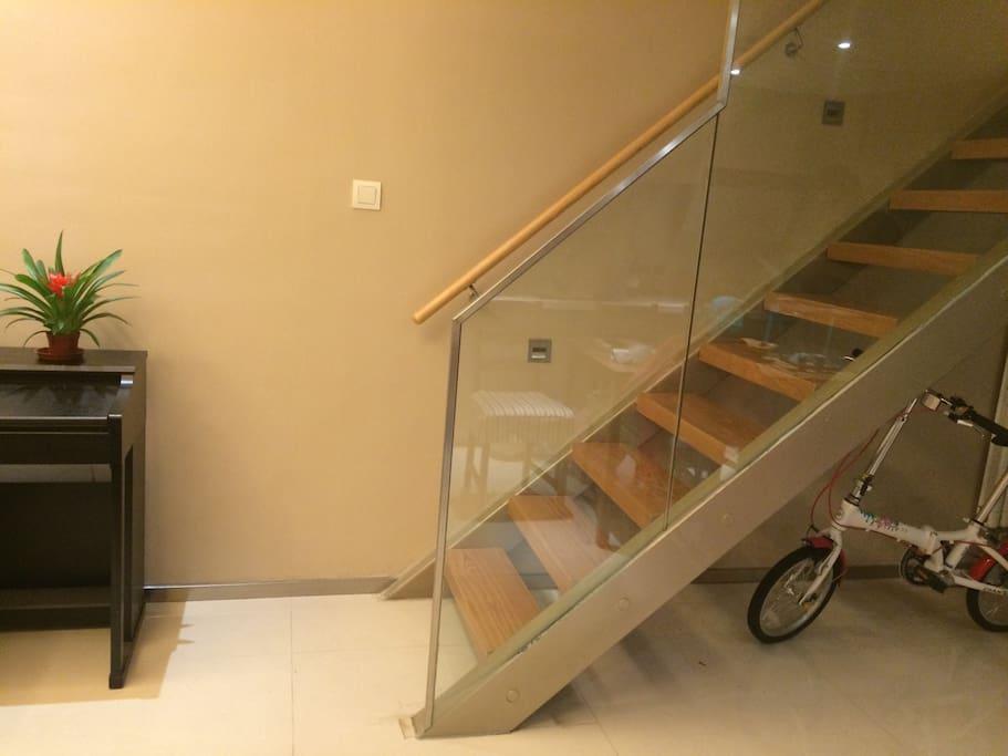 Vivian 39 s house 1 90 romantic loft with piano loft for 90s piano house
