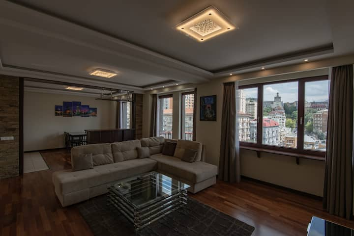 Luxury Penthouse - Ultimate Location - VIEW!