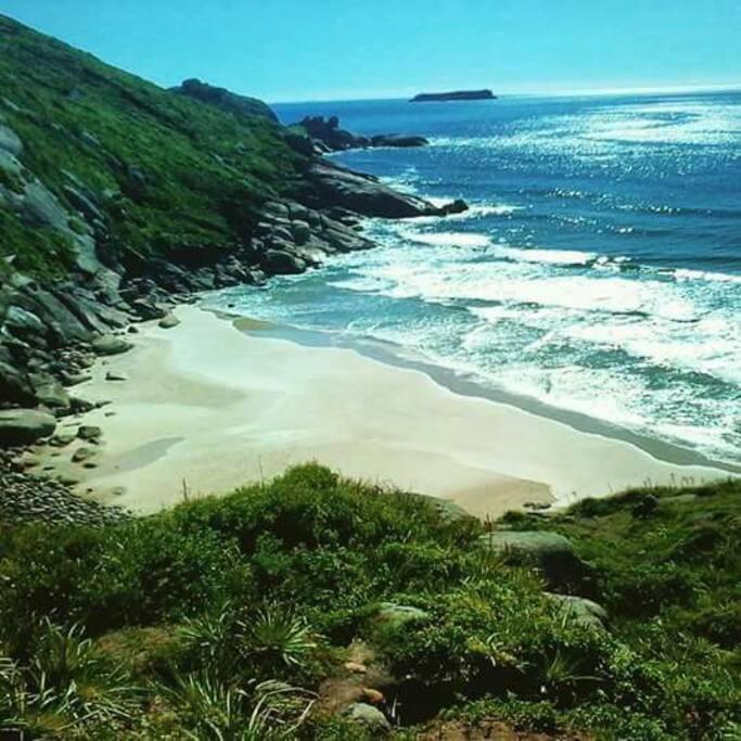 Praia do Secret,  acesso a trilha ao lado do chalé