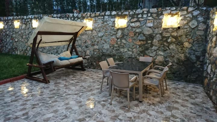 Sapanca da müstakil göl manzaralı şömineli daire