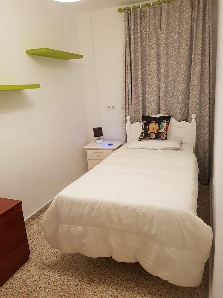 Habitación individual Málaga. EXCELENTE UBICACIÓN