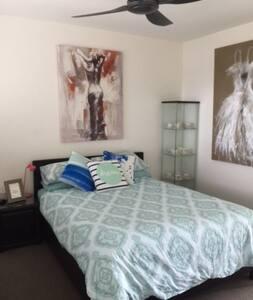 Private Queen Bed Suite, Stunning views - Bonogin - Rumah