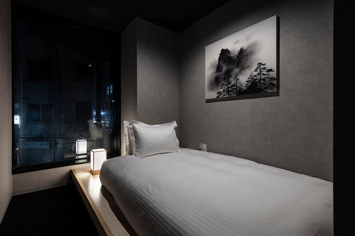 New design capsule hotel (co-ed, no lock)