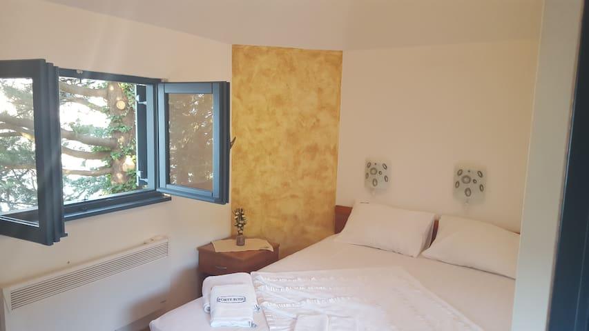 FORTE ROSE-double bed - Herceg Novi - Bed & Breakfast