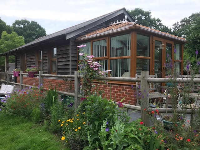 Beautiful - Self Contained - Accessible - sleeps 4